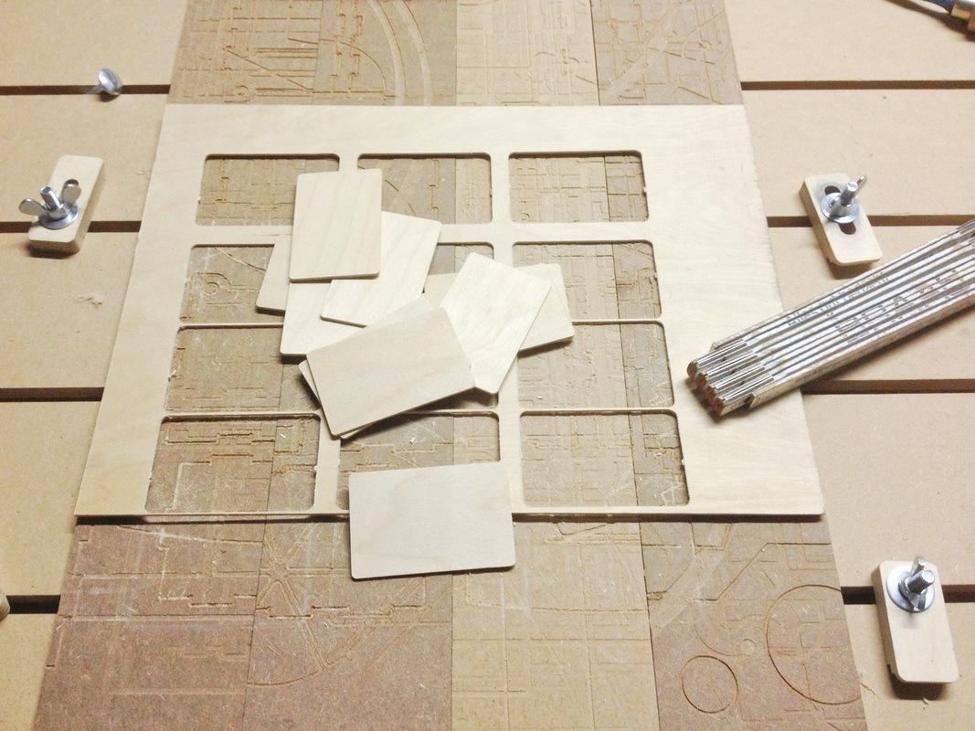 visitenkarten aus holz eigenbaukombinat. Black Bedroom Furniture Sets. Home Design Ideas