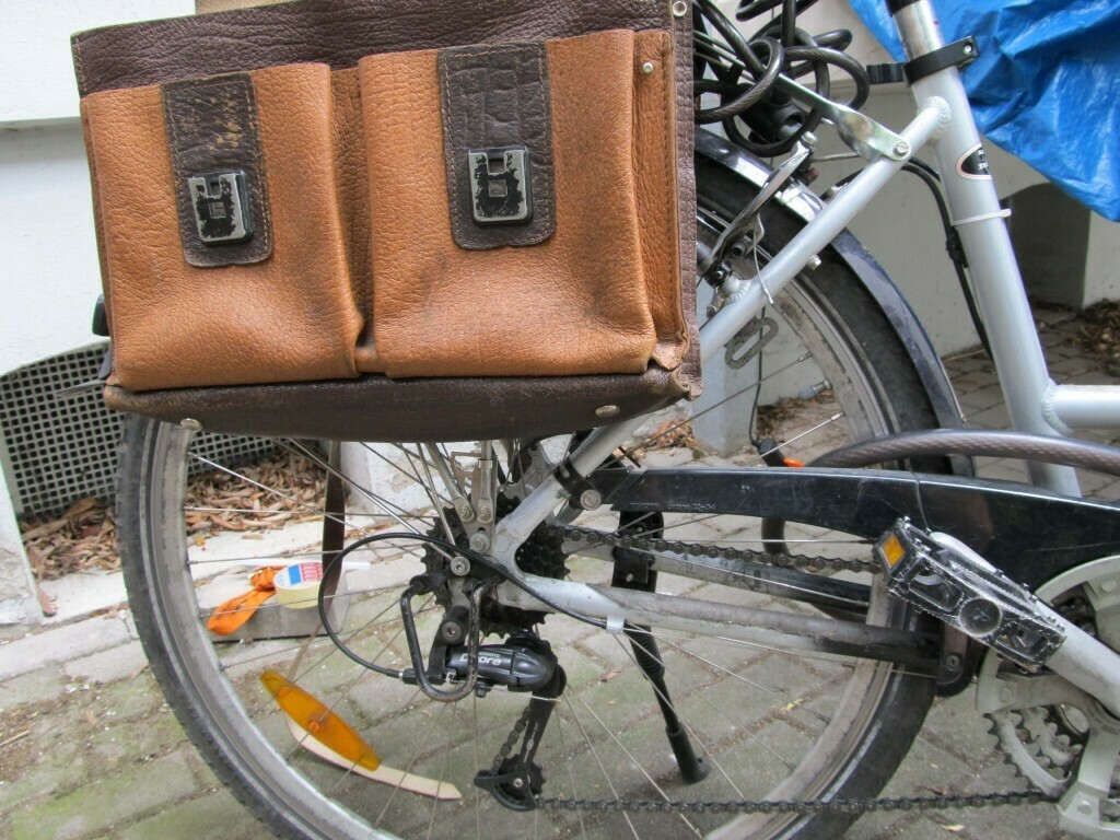 Fertig montierte Fahrradtaschen.